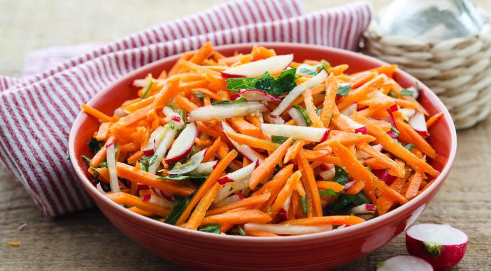 Салат редис-морковный